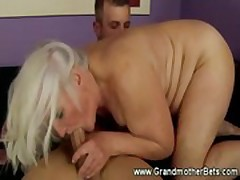 Blonde granny gets licked before sucking