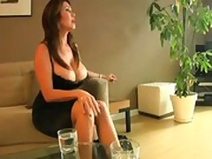 Mom Seduces her son!.FLV