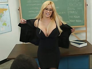 Professor Shyla want that Daniel hard at fucking her pussy