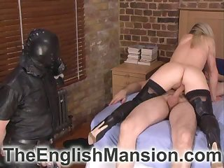 Slave wathing mistress getting fucked