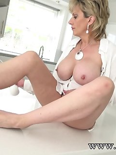 <!–-IMAGE_COUNT-–> of Watching Aunt Sonia Squirt Very Hard!
