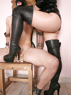 <!–-IMAGE_COUNT-–> of LADY ISIS IN THE OWK